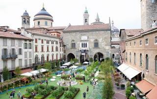 Piazza Vecchia avec du gazon synthétique 1