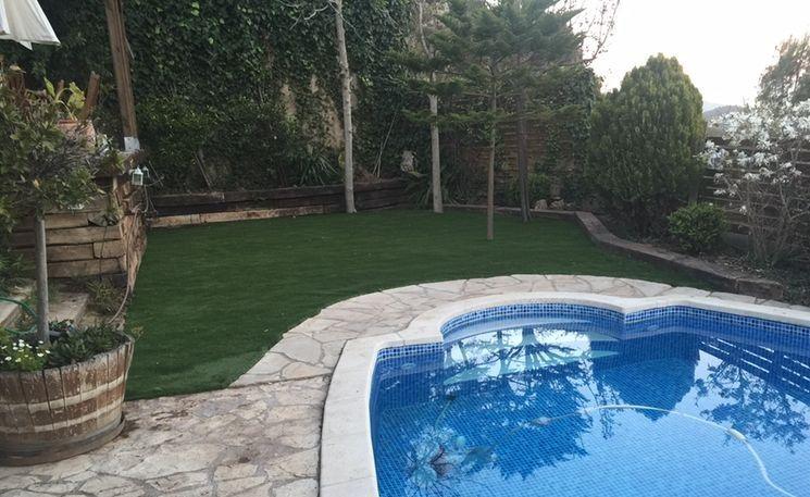 Gazon artificiel jardin piscine après