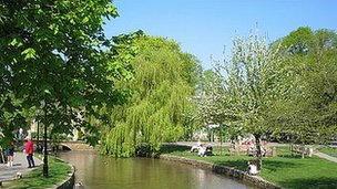 Le Gloucestershire se met au vert avec le gazon synthétique