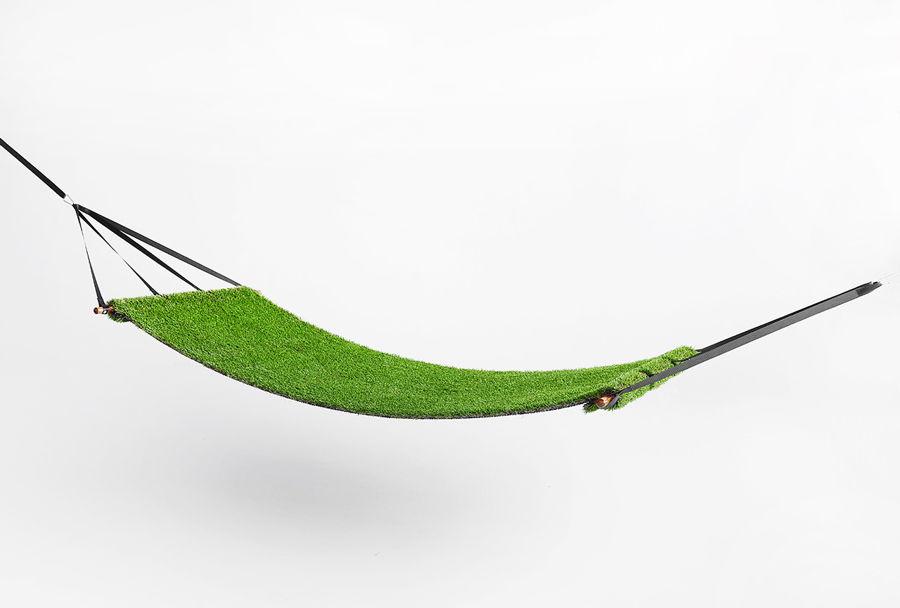 Hamac en pelouse synthétique