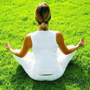 Méditation gazon synthétique