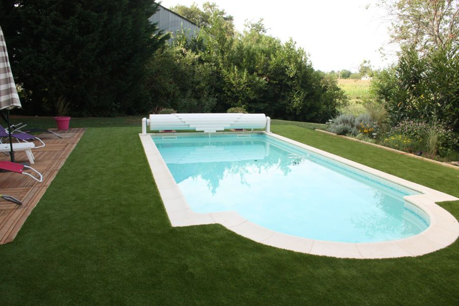 Pelouse synthétique piscine